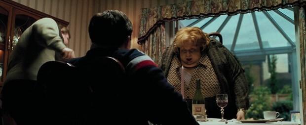 Сцена когда тетка превращается в шар, фильм Гарри Поттер и узник Азкабана